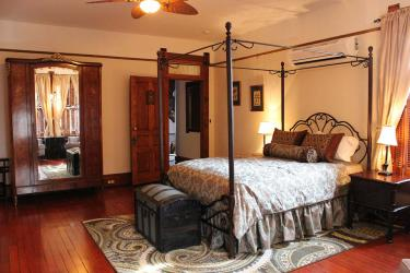 Gage Mansion's spacious room #203 has a fireplace, queen bed, and a daybed.