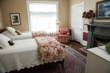 Twin beds or King bed