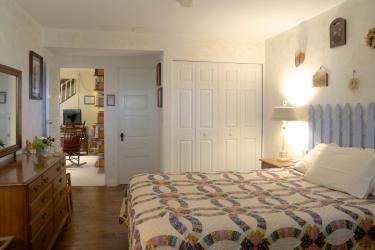 The Country Room with queen bed & private bath