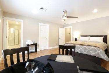 Queen room with en-suite bath