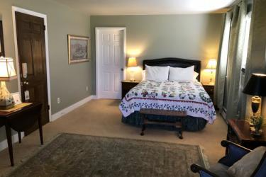 Large room with queen bed